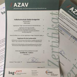 Foto des AZAV-Zertifikats der Volkshochschule Oelde-Ennigerloh